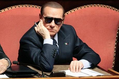 """FINANCIAL TIMES CONDANNA BERLUSCONI: """"CALA IL SIPARIO SUL BUFFONE DI ROMA"""""""