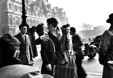 Robert Doisneau - Le Baiser de l'Hotel de Ville Paris 1950